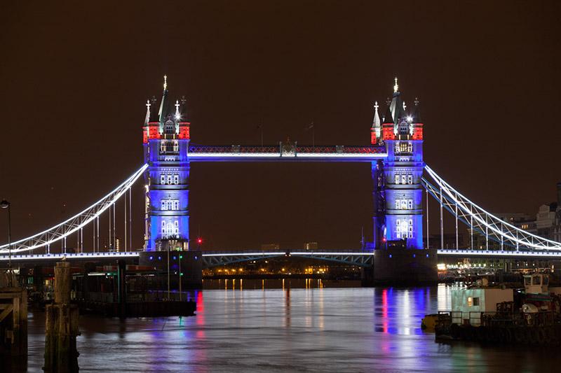Londres Tower Bridge Se Pare De Led Pour La Reine Et Les