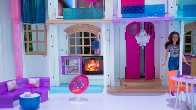 BarbieDreamhouseLivingRoom-640x360