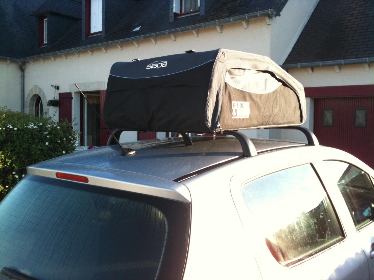 fran ais trop de bagages en voiture pensez au coffre de toit souple et pliable. Black Bedroom Furniture Sets. Home Design Ideas