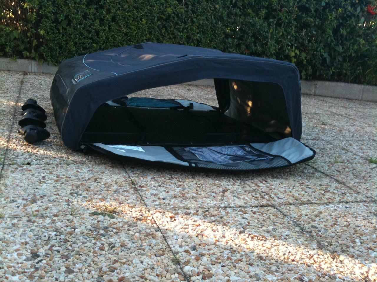 trop de bagages en voiture pensez au coffre de toit souple et pliable. Black Bedroom Furniture Sets. Home Design Ideas
