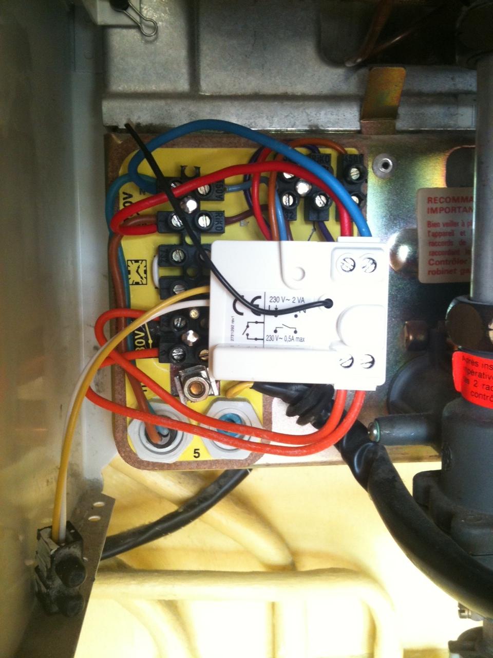 Detail-chaudiere-elm-leblanc-thermostat-tyxia-460