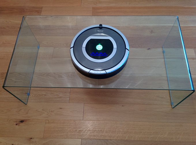 Roomba-table-vitrée-tombe-centre-table