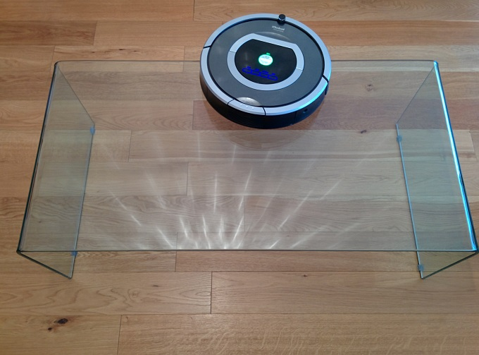 Roomba-table-vitrée-tombe-haut