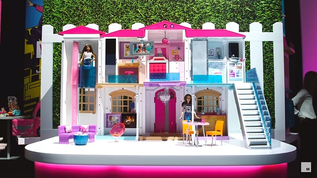 en 2016 la maison de r ve de barbie est une smart home. Black Bedroom Furniture Sets. Home Design Ideas