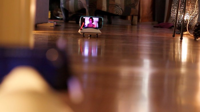 botiful transforme un smartphone android en robot de t l pr sence. Black Bedroom Furniture Sets. Home Design Ideas