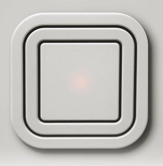 node power outlet une prise qui frise la multiprise. Black Bedroom Furniture Sets. Home Design Ideas