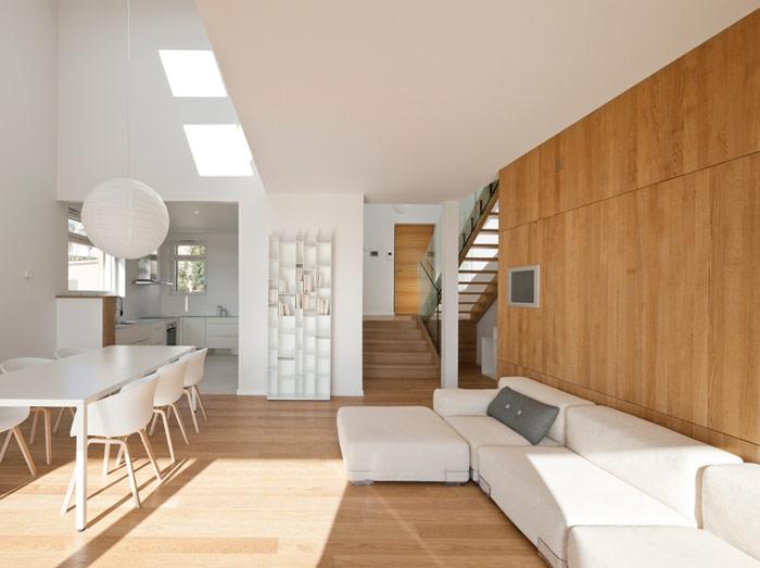 Velux maison air et lumi re cherche famille pour tester son concept - Amenagement entree avec escalier ...